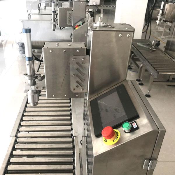 桶装辣椒酱生产线-称重辣椒酱灌装机械设备细节展示